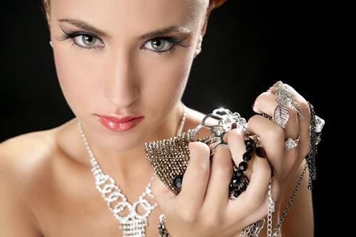 украшения из серебра с драгоценными камнями