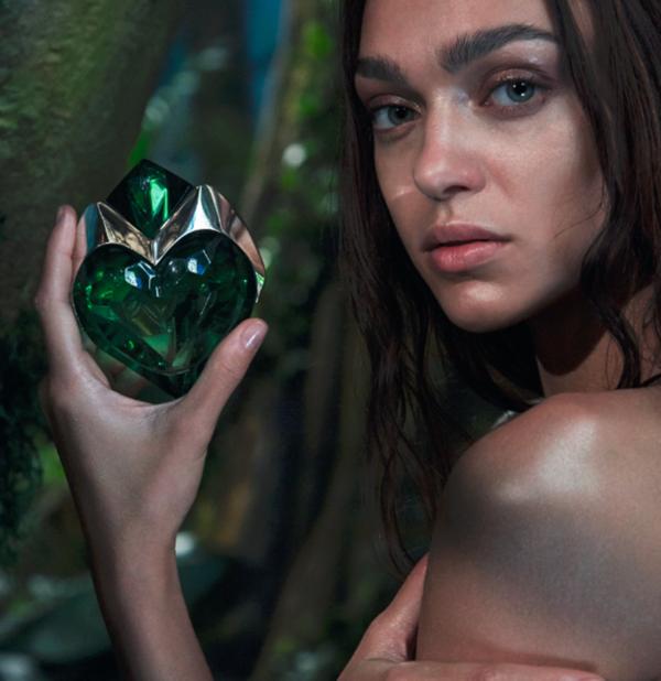 из рекламы аромата Aura Thierry Mugler