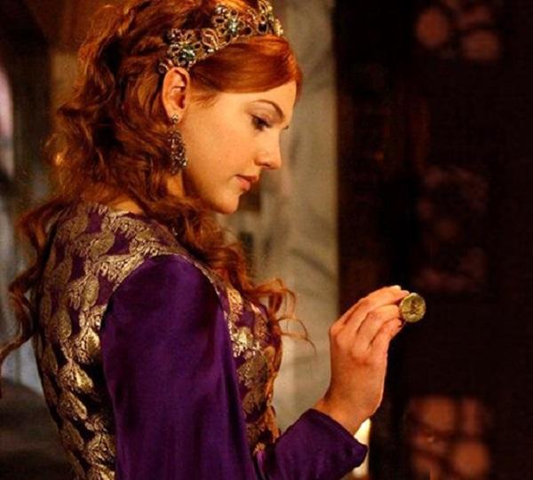 фиолетовое платье хюррем, наряды великолепный век
