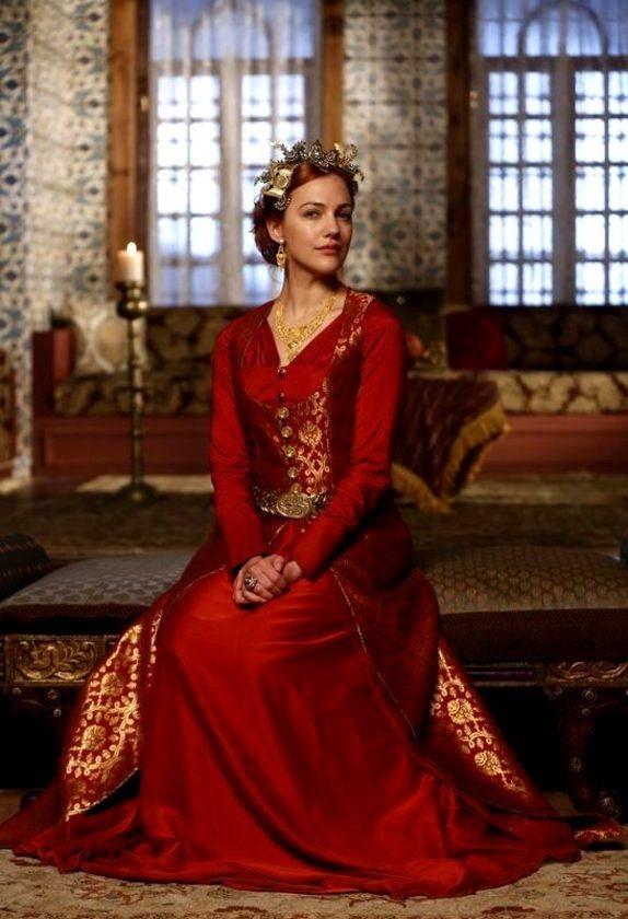 хюррем корона и платье