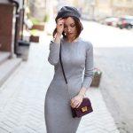 Серое вязаное платье — идеи для зимнего образа