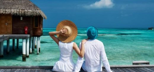 совместный отпуск пары на море-