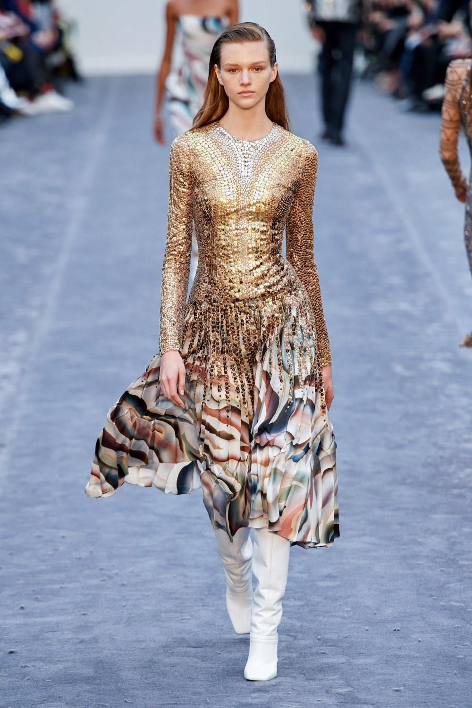 обзор модной коллекции Roberto Cavalli осень-зима 2019-2020, миди платье с золотыми пайетками