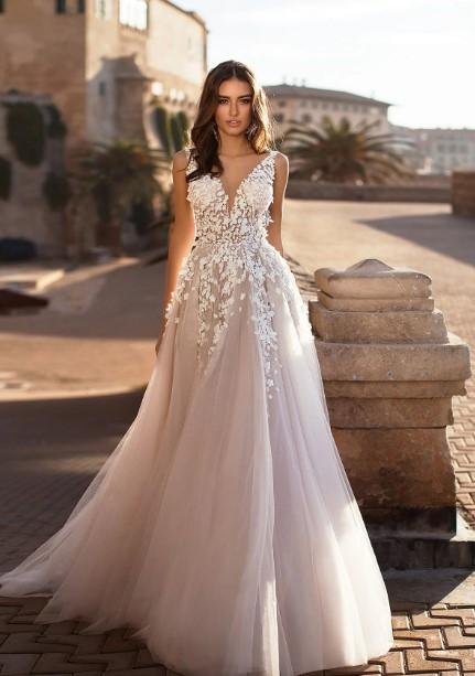 корсаж с цветочной вышивкой - свадебная мода 2020