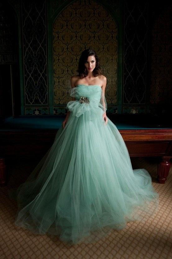мятно-зеленое свадебное платье - мода для невест 2020