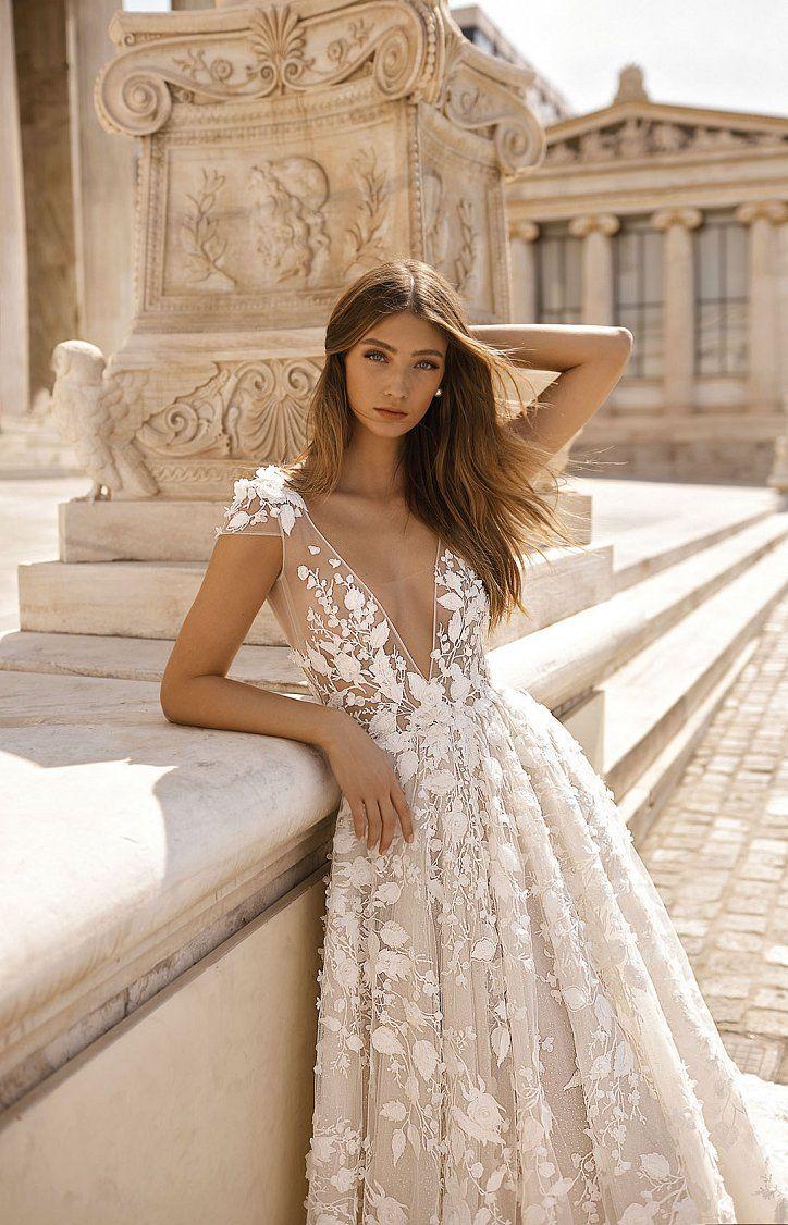 ткань с цветочной вышивкой - свадебная мода 2020